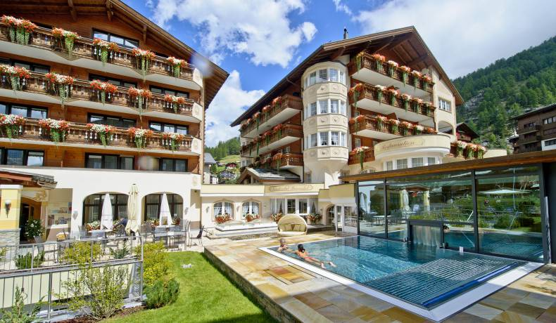4 S Wellness Familyresort In Zermatt Resort La Ginabelle Zermatt